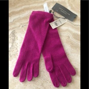 **SOLD** NWT Ann Taylor 100% Cashmere Gloves